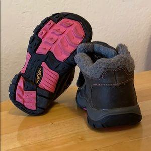 Shoes - Girls Keen winter boots